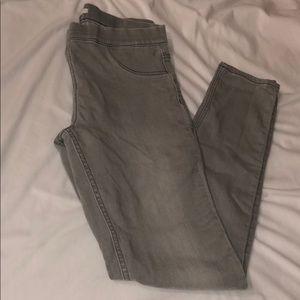 Really stretchy light gray skinny jeans **like new
